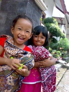 Angel(kiri), Erli(kanan) waktu lagi main ibu-ibu'an n_nV